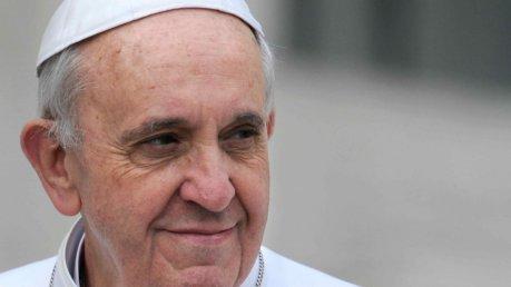 Papa Francesco nella lettera apostolica Misericordia et miseria a i sacerdoti di assolvere dal peccato di aborto foto illibraio.net
