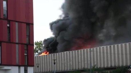 milano incendio deposito bruzzano